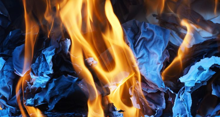Bild på eldsflammor