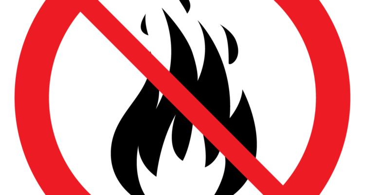 Förbudsskylt som visar att man inte får elda.